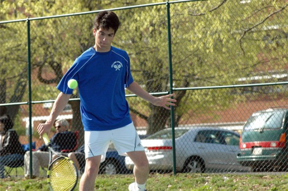 Aldo Duque sliced a backhand at his opponent in a three-set win.