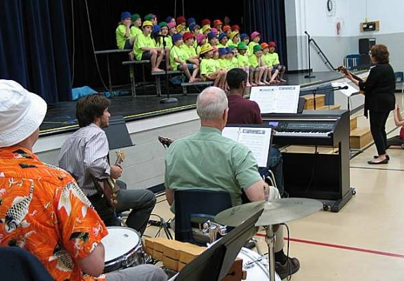 "Becky Brunsman leads the Mills Lawn School Kindergartners in their musical program, ""Dig A Little Deeper"" Wednesday evening, accompanied by a five-piece band. (photos by Matt Minde)"