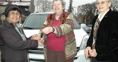 Alicia Erfe happily accepts the keys to the new 2004 Toyota Siena she won at a raffle at the Yellow Springs Senior Center. Handing her the keys is Beth Hertz, who donated the car, while Barbara Hammond of the Senior Center looks on. (Photo by Megan Bachman)