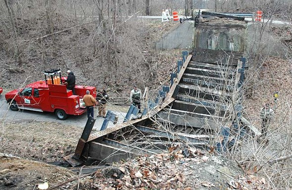 Hyde Rd bridge dismantled