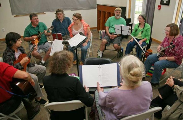 This small but mighty group sounded wonderful Saturday evening at this month's YS hootenanny. (photos by Suzanne Szempruch)