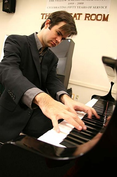 Pianist Sam Reich will perform this Sunday, Oct. 6, at 3:30 p.m. at a fund-raiser for the Senior Center.