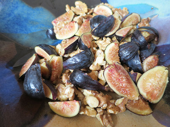 figs mixed with walnuts
