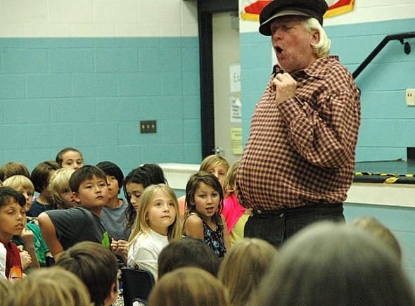 Hank Finken appeared as California Trail blazer J.G. Bruff before a rapt audience of MLS students.