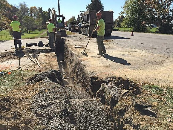Last week the Village-contracted GM Pipeline crew severed the roadway between Xenia Avenue and Allen Street to replace a 20-foot section of water main with a 12-inch pipe (using GM-contracted local police officers to direct traffic down to one lane). (Photo by Lauren Heaton)
