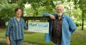 Faith Morgan and Pat Murphy outside their new nonprofit, Plan Curtail, located on East Whiteman Street. Through its website at www.plancurtail.org, the organization provides research, perspectives, metrics and methods to individuals seeking to make meaningful lifestyle changes to lower their carbon dioxide emissions. (Photo by Audrey Hackett)