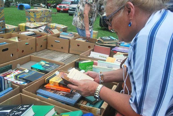 Over 1,000 people streamed onto the Mills Lawn School front lawn Saturday, Aug. 20, to peruse the printwares of dozens of booksellers. (Photo by Aaron Zaremsky)