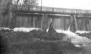 The original bridge across the dam circa 1900. (Photo courtesy of Scott Sanders, Antiochiana)