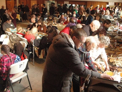 Full house, full bellies at Community Thanksgiving