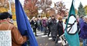 "The 15-year-old weekly Saturday morning peace vigil at the intersection of Limestone Street and Xenia Avenue was elevated by the voices of more than 80 singers intoning a simple round to the words, ""Hate has no home here."" The singers, all of them women, were participants in the annual Midwest regional Threshold Choir gathering. (Photo by Matt Minde)"