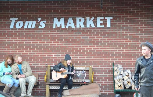 During a busy and beautiful holiday weekend in Yellow Springs, a street busker entertained holiday shoppers while villagers went about their regular business. (Photo by Megan Bachman)