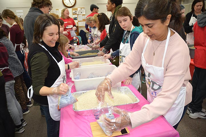 Kid Scouts volunteers fight hunger